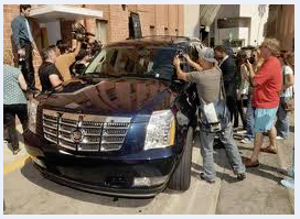 Car swarmed by papparazzi