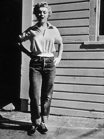 Casual Marilyn is sexy Marilyn.  Pic courtesy of Dandies.fr.