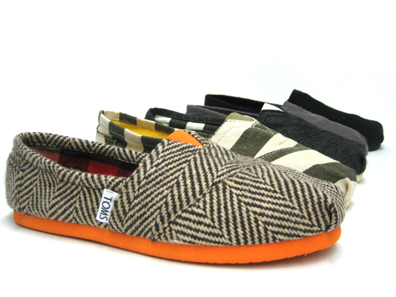 Four patterned single Tom's shoes.