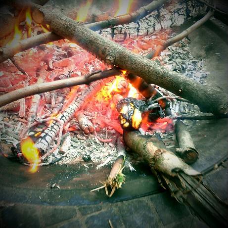 Peep in fire