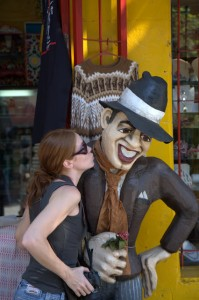 kym kissing a wooden tango dancer in Buenos Aires