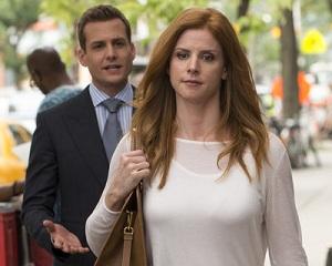 Donna walking away