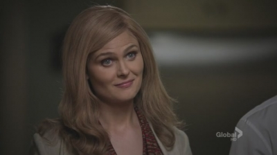 A screncap from the TV show Bones showing the character of Brennan with blonde hair