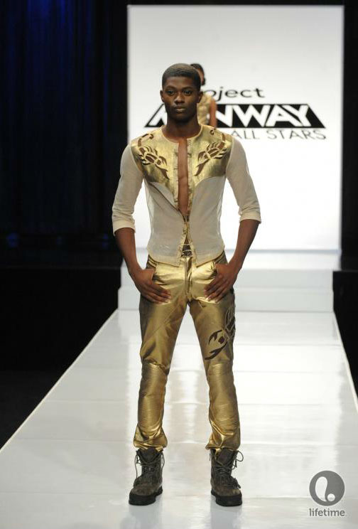 Project Runway All Stars 2x05 contestant Cassanova's avant-garde androgynous outfit on his male model.