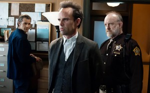 Shelby brings Boyd into the sheriff's office