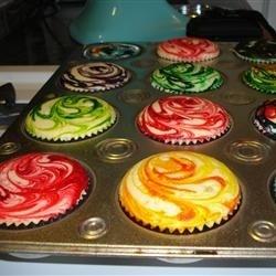 Cupcakes marbled with food coloring