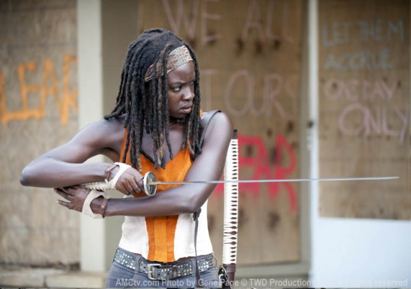 Michonne readies her sword.