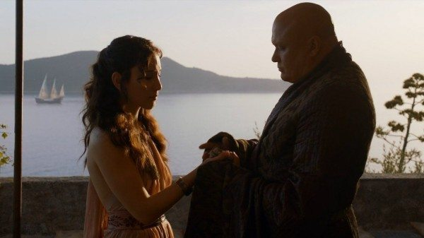 Varys gives Shae a bag of jewels