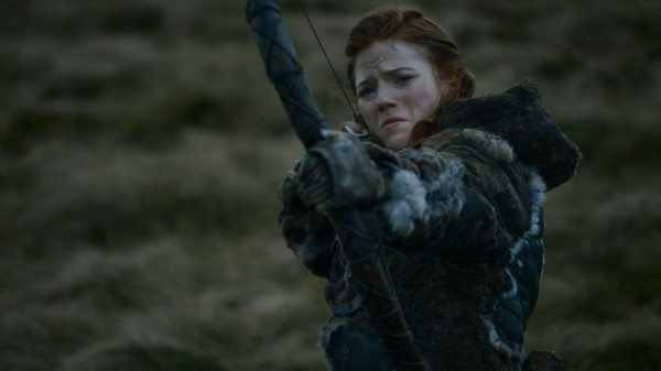 Ygritte, trying not to cry, shoots an arrow at Jon
