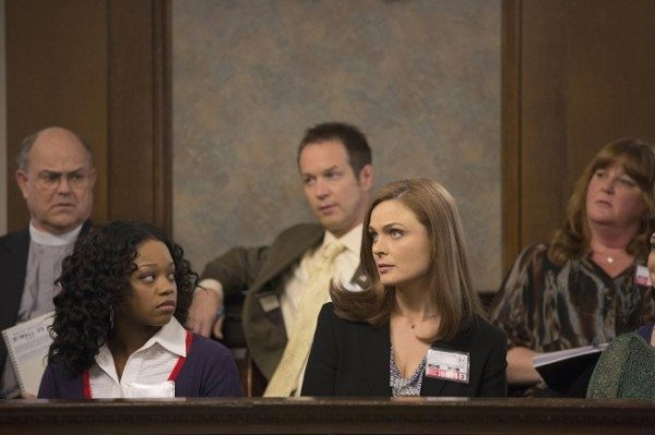 "BONES:  Brennan (Emily Deschanel, C) serves as a juror on the trial of a professional soccer player who is accused of murdering his wife in the ""The Fury in the Jury"" time period premiere episode of BONES airing Friday, Nov. 15 (8:00-900 PM ET/PT) on FOX.  ©2013 Fox Broadcasting Company.  Cr:  Jennifer Clasen/FOX"