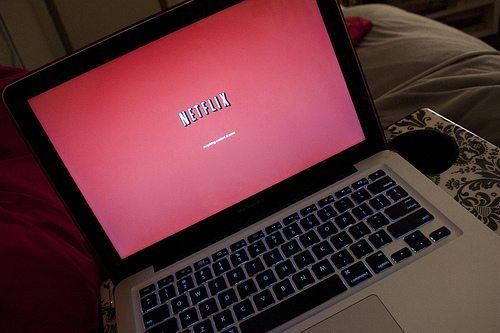 A picture of a Macbook displaying a Netflix load screen.