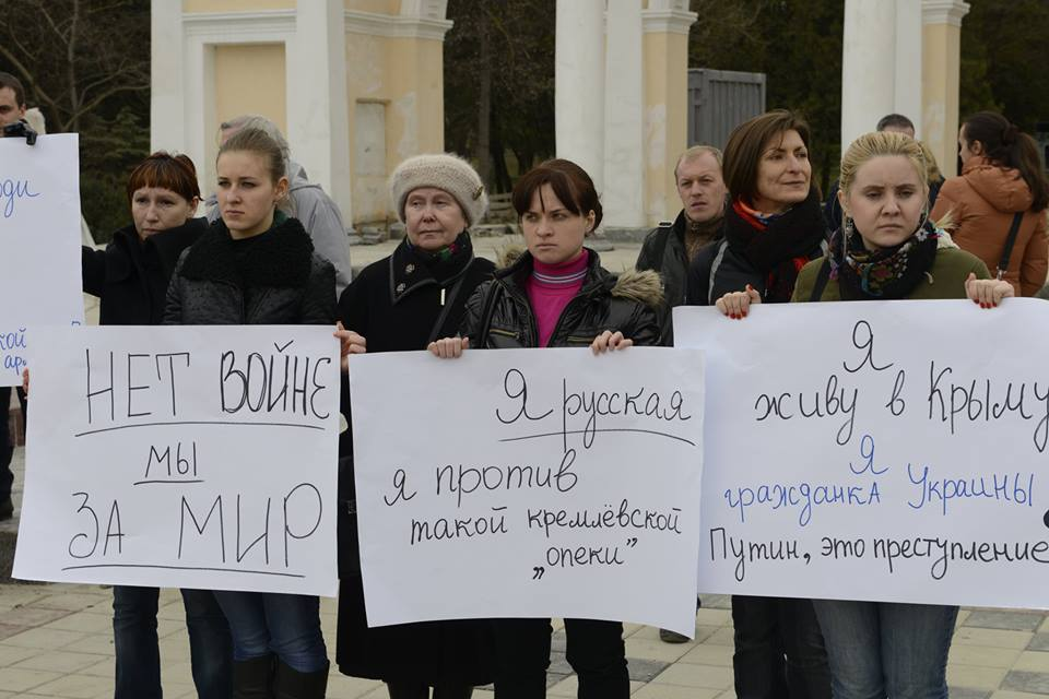 Picture of protestors in Crimea holding handmade signs