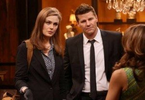 Booth and Brennan interview a shady art dealer.