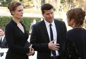 Brennan and Booth talk to the mother of the deceased.