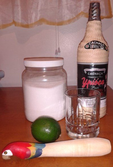 A photo of the ingredients for caipirinha