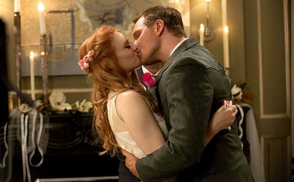 Hoyt and Jessica kiss.