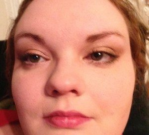A pale heavy person wearing a natural, sandy eye look